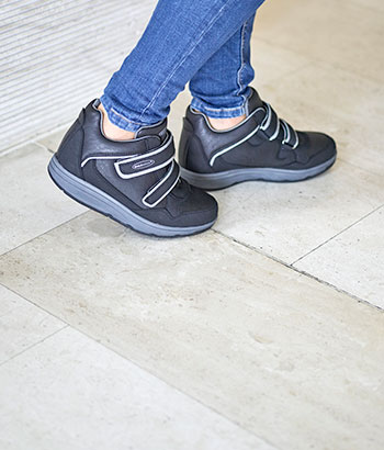 walkmaxx-adaptive-casual-wedge-shoes